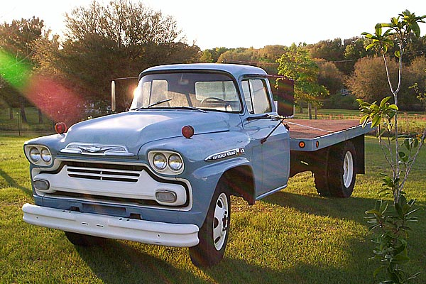 Antique Truck Pictures | Classic Truck Pictures | Vintage ...